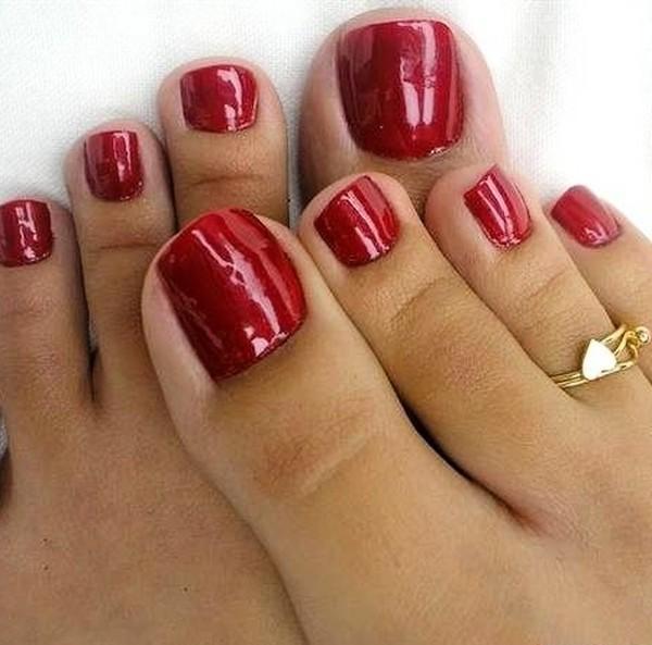 Покрытие лаком ногтей ног